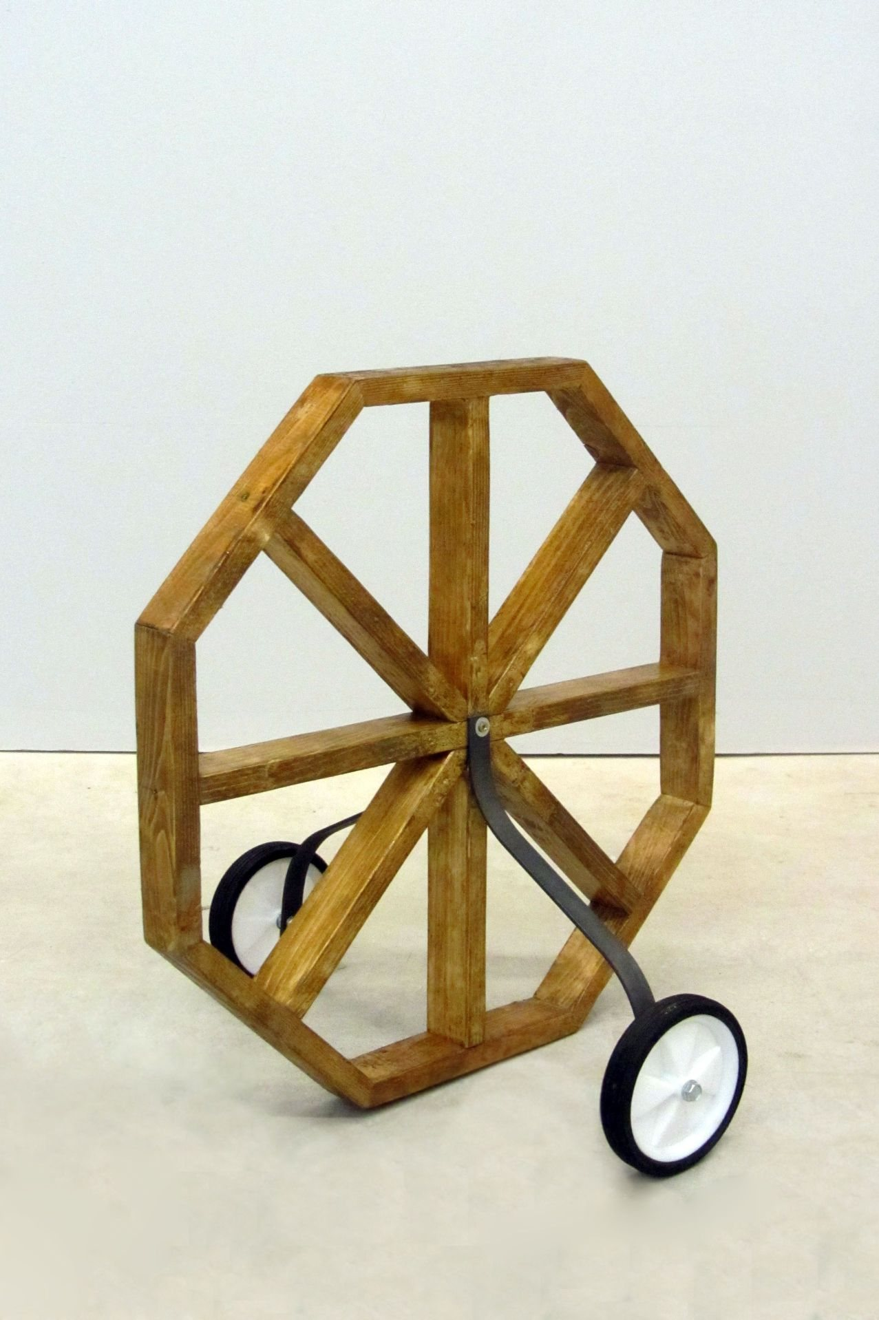 Hannes Nienhüser: Worry Wheel (2014)